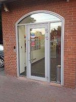 Арочные алюминиевые двери