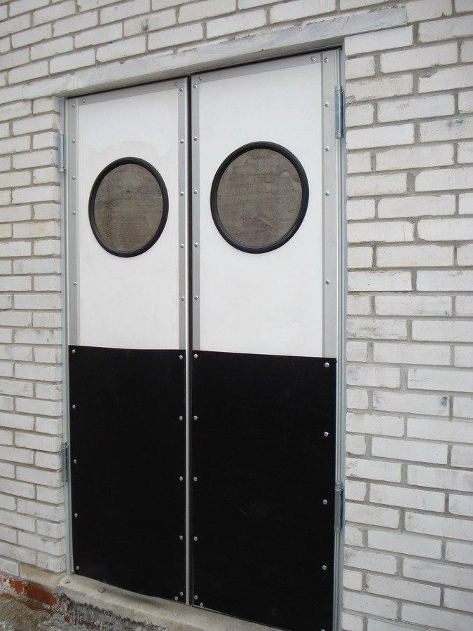 Маятниковые двери из алюминиевого профиля