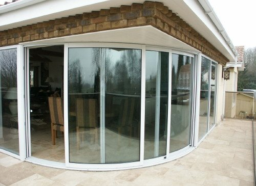Радиусные алюминиевые двери
