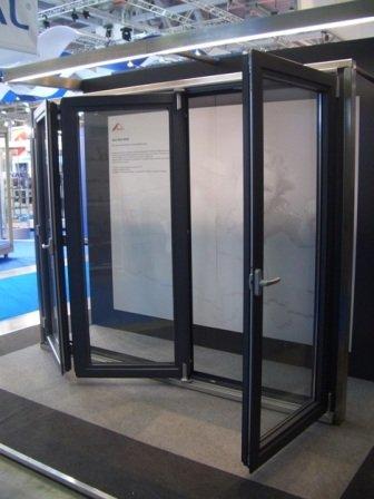 Параллельно-складные алюминиевые двери (гармошки)